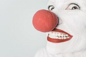klaun s bielym chrupom